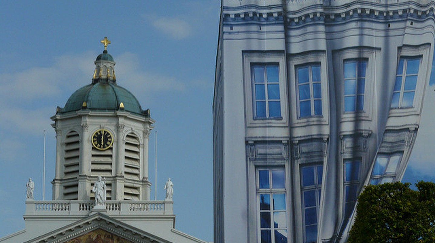 Saint Jacques-sur-Coudenberg and the Magritte Museum side by side   © Eddy Van 3000/Flickr