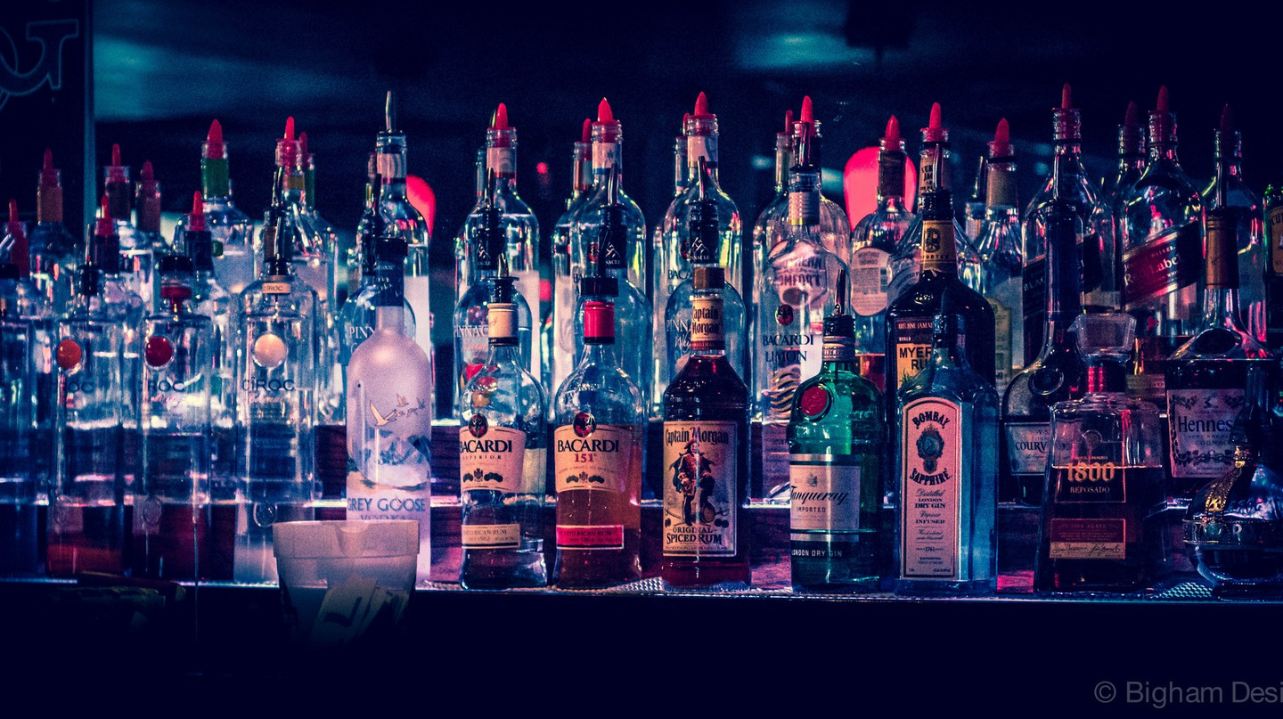 Top Shelf Beer/Liquor from Bar | © Ted Bigham/Flickr