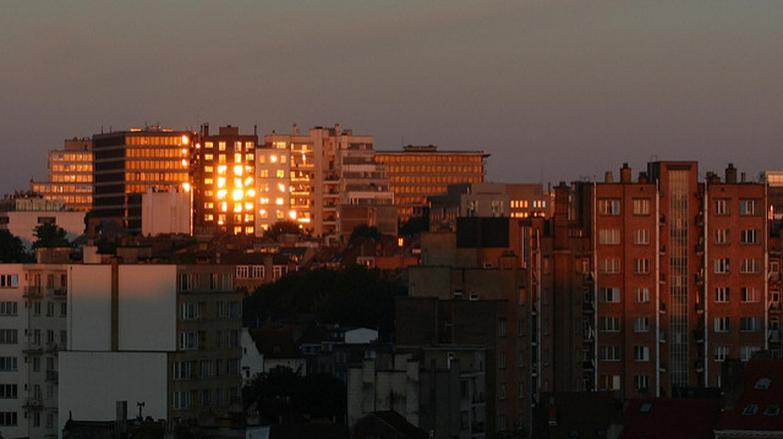 Sunrise reflections on buildings of Avenue Louise, Ixelles, Belgium   © Philippe Teuwen/Flickr