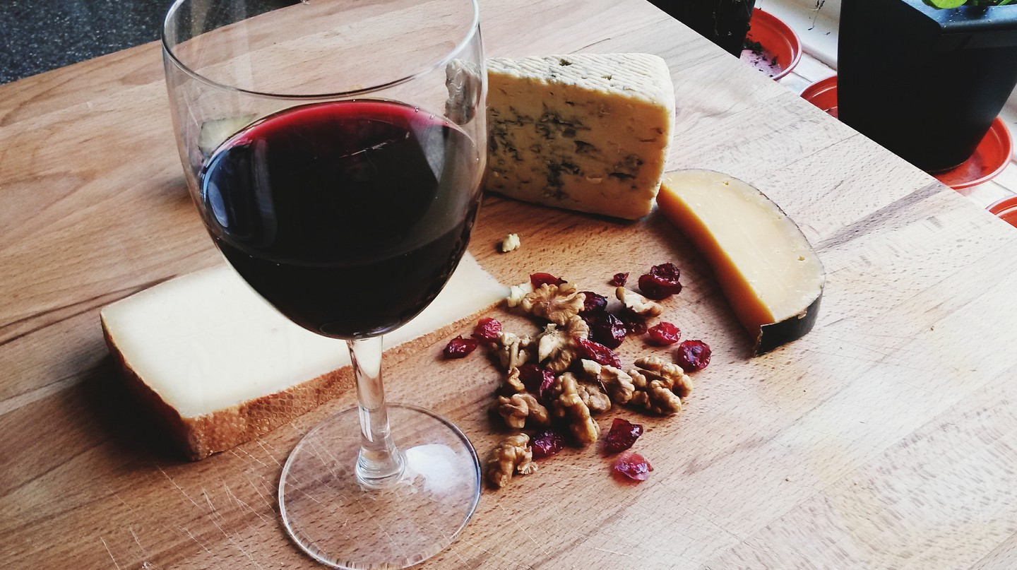 Wine & Cheese © Vanessa Lollipop/Flickr