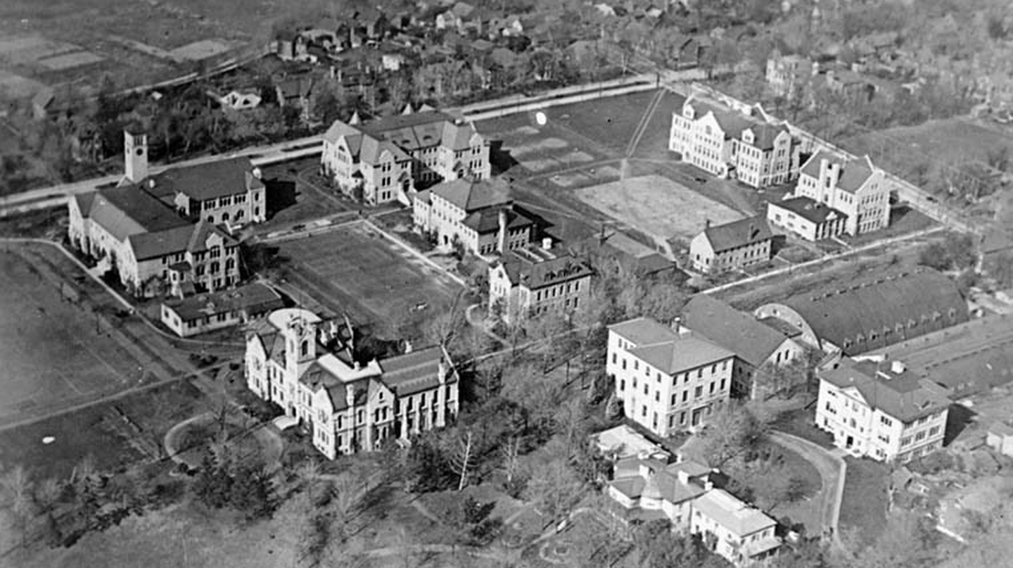 Queen's University from the air in 1919 | © Bishop Barker Co./WikiCommons