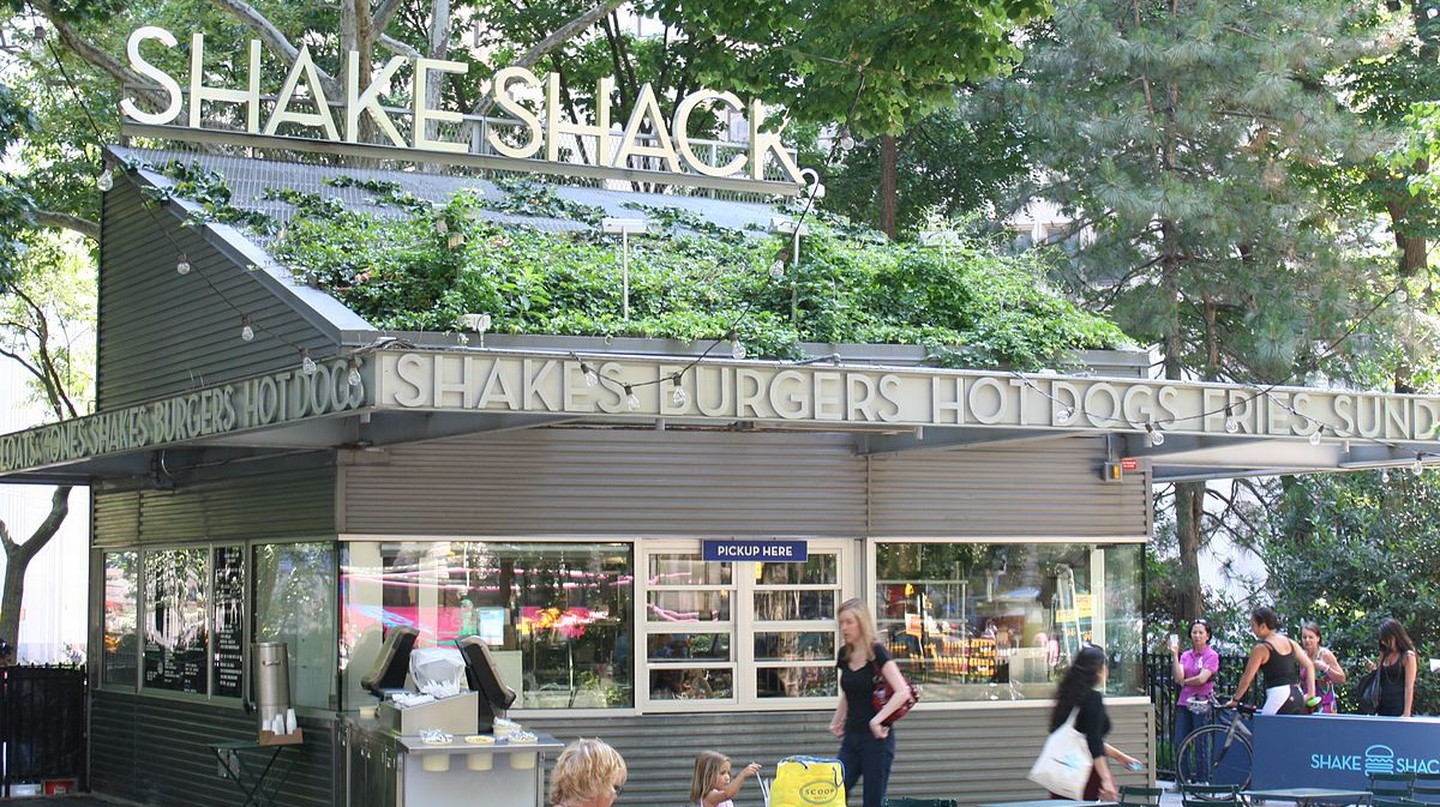 The original Shake Shack located in Madison Square Park| © Beyond My Ken/wikicommons