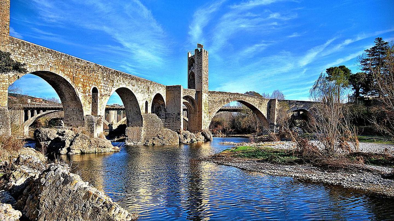 Besalú Bridge © Montse Poch/ Wikimedia