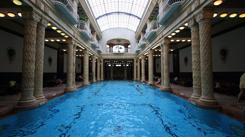 Swimming pool in Gellért Baths | ©Roberto Ventre/WikiCommons