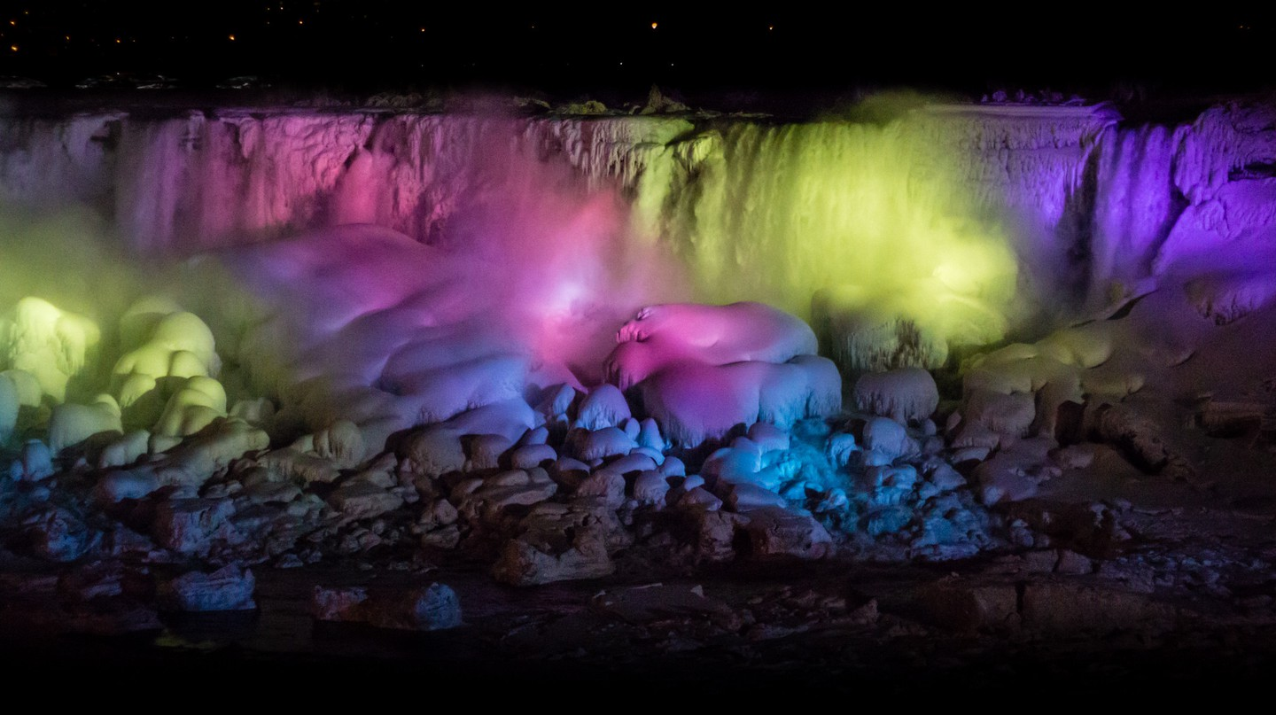 Frozen Niagara Falls at night, 2014 | © Elvir K/Flickr