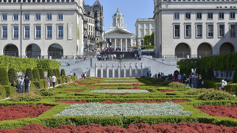Symétrie du jardin et des bâtiments|Stephane Mignon/Flickr