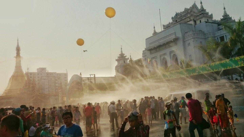 Thingyan celebrations, Yangon © Kirsten Henton