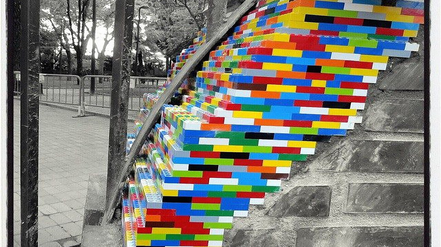 Jan Vormann Colors Crumbling Buildings With Legos