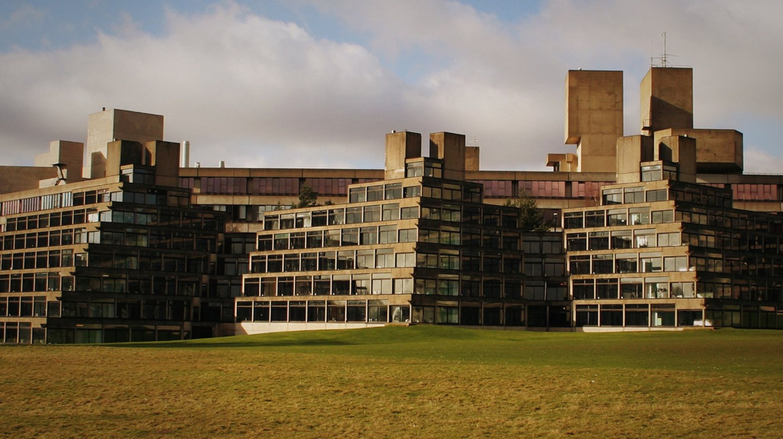 Ziggurat Halls at the University of East Anglia | © blank space/WikiCommons