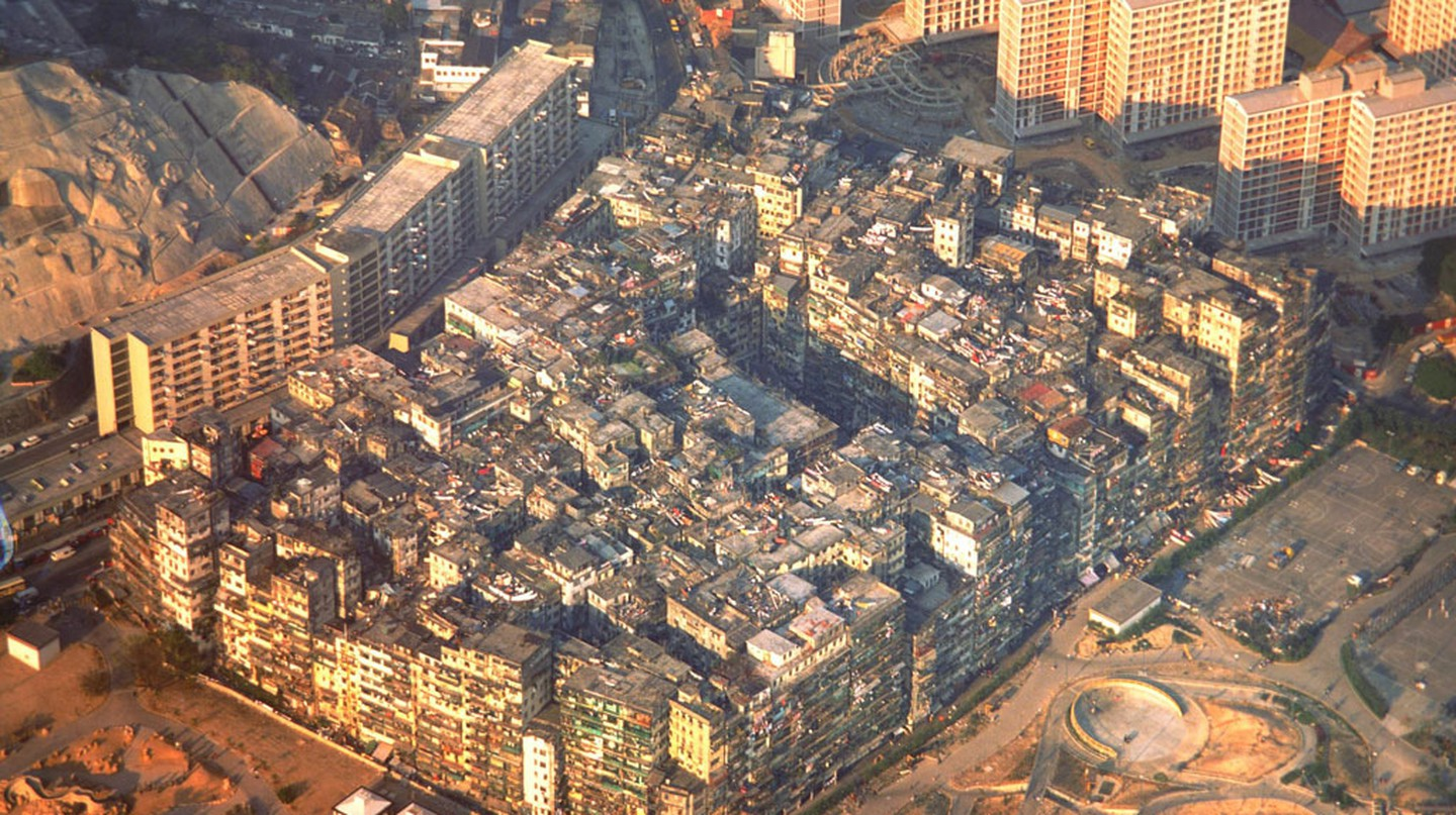 The History Of Kowloon Walled City In 1 Minute