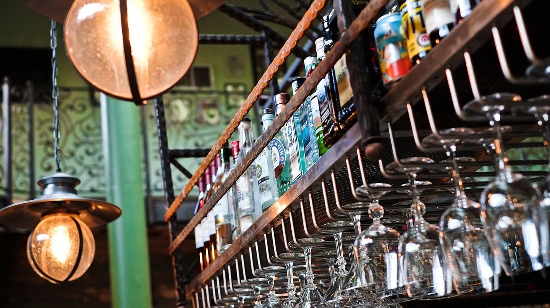 Alcohol Rack   © StockSnap/Pixabay