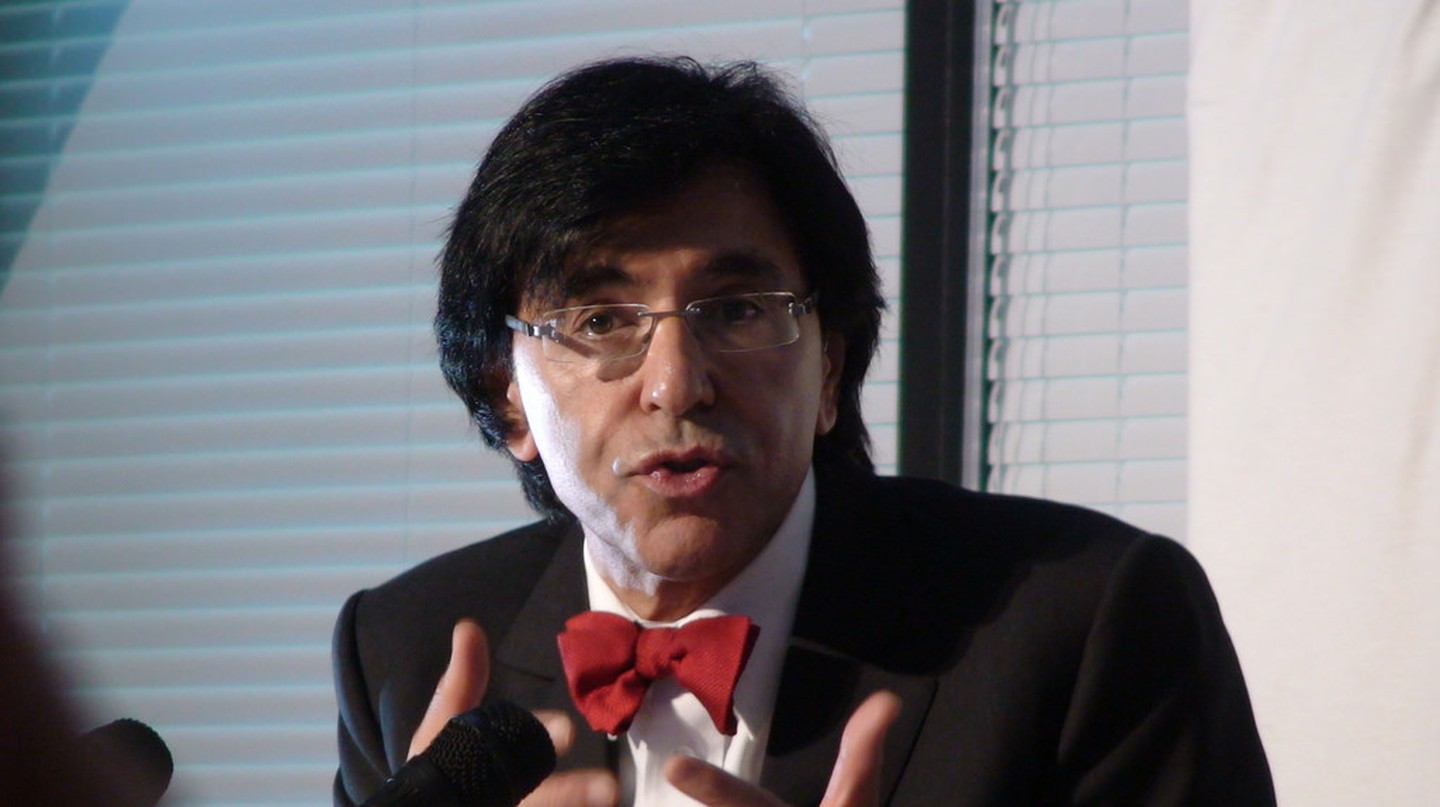 Elio Di Rupo in signature red bow tie | © Luc Van Braekel/Flickr