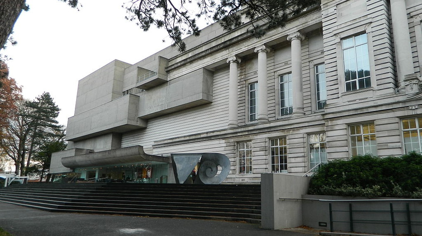 Photograph of Ulster Museum exterior | © Bazonka/WikiCommons