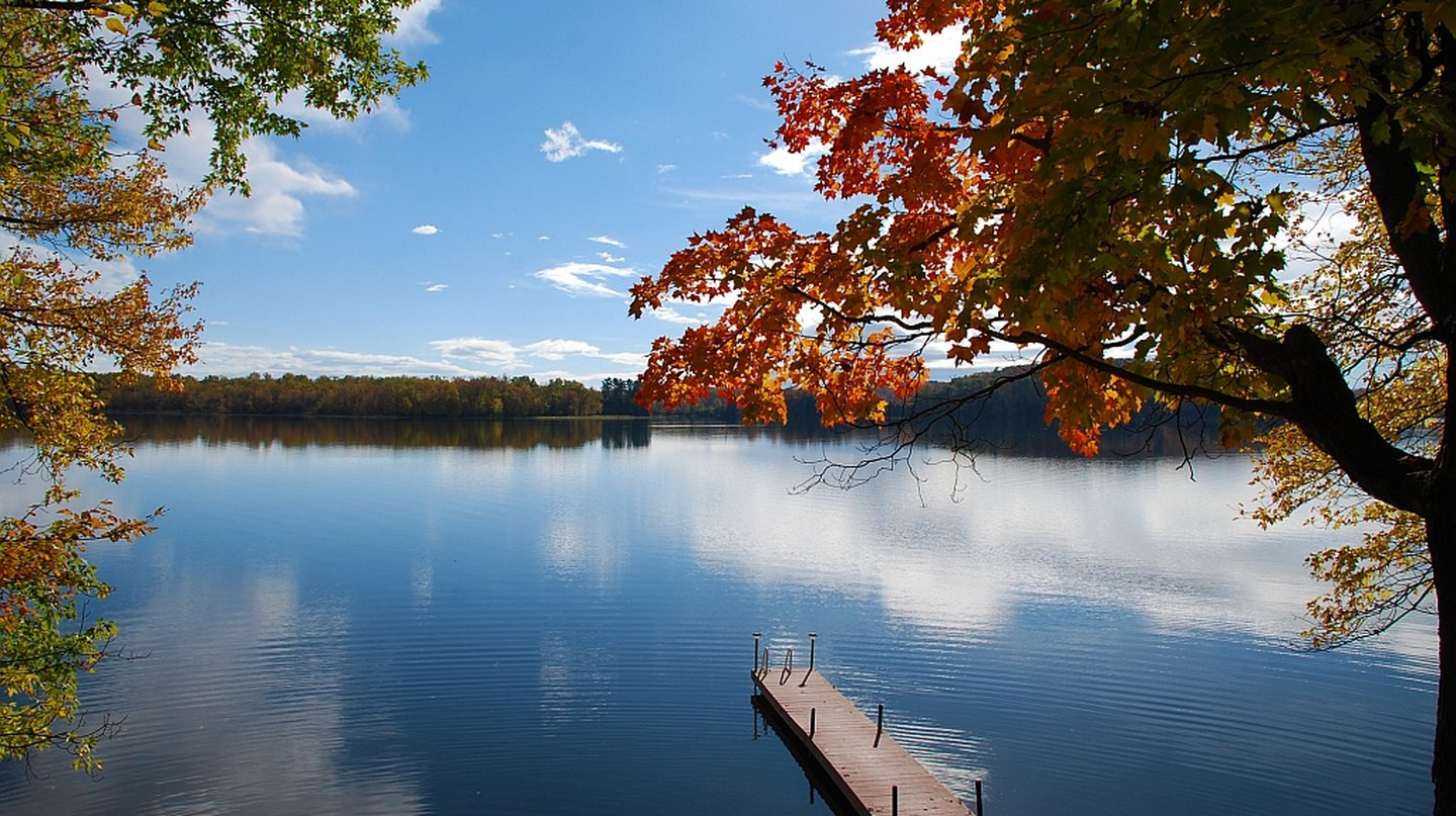 A typical lake scene in Muskoka Lakes | © Bbadgett/WikiCommons