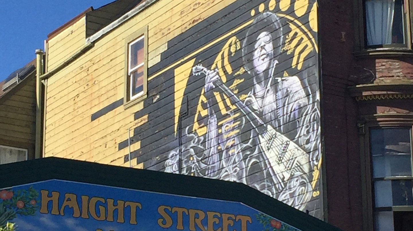 A portrait of Jimi Hendrix on the side of his former home | © Danielle Chemtob
