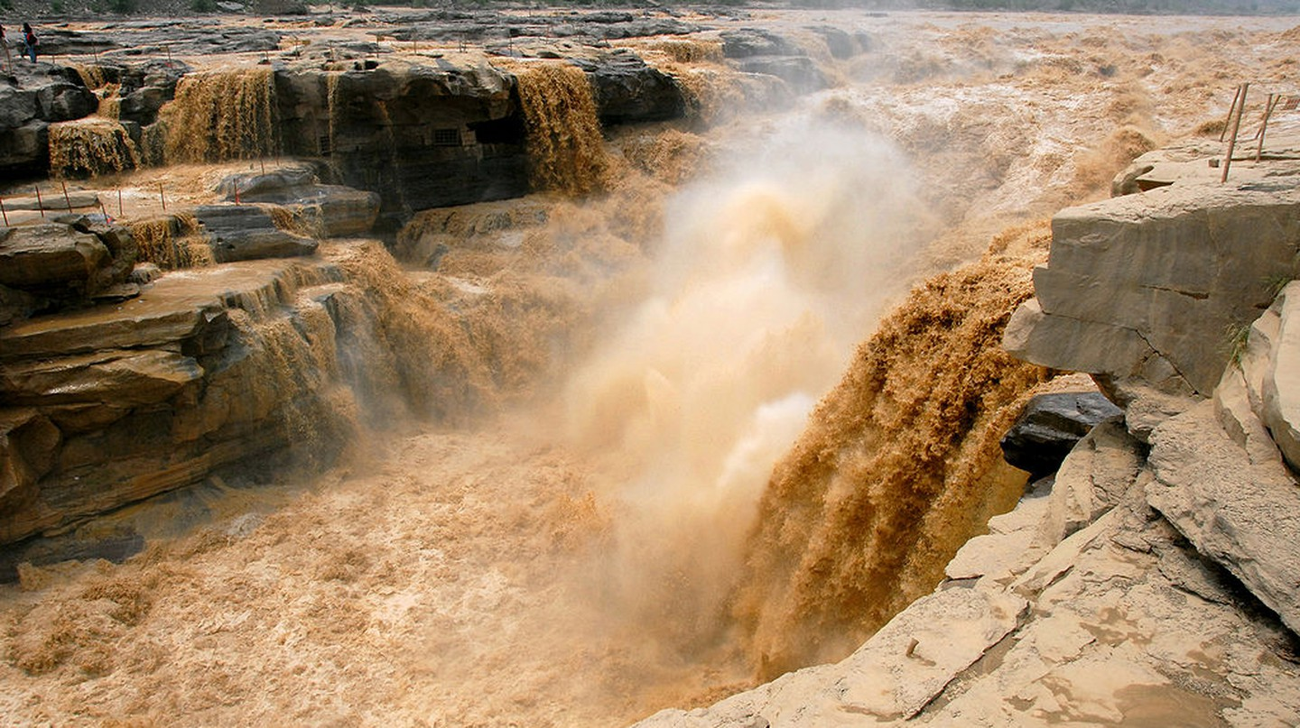 Hukou Waterfall of Yellow River, China | Leruswing/Wikimedia Commons/CC BY-SA 3.0