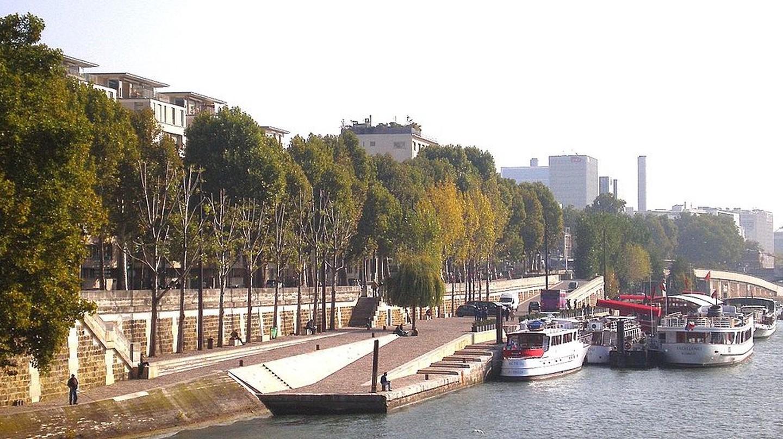 Quai Henri IV at the Île Louviers © Mbzt/WikiCommons