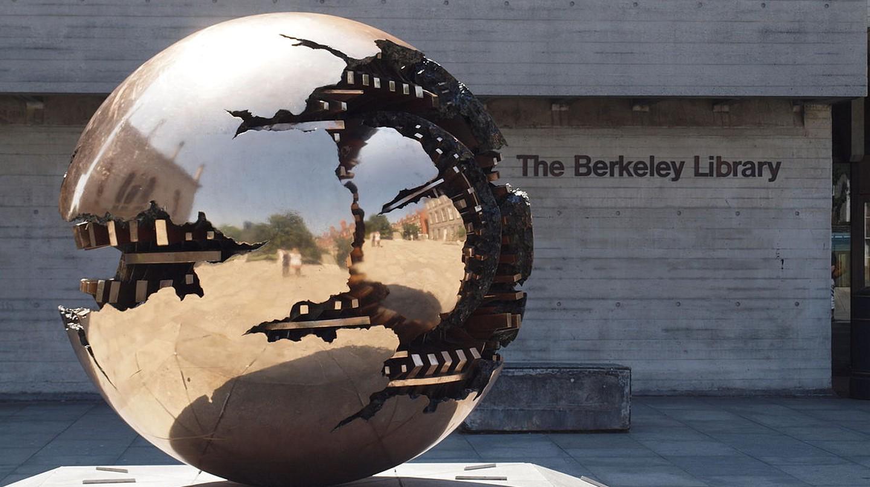 The Berkeley Library, Trinity College Dublin   © Smirkybec/WikiCommons