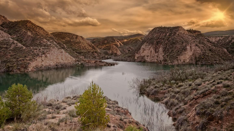 sunset over lake Negratin in Spain   © Steve Slater / Flickr