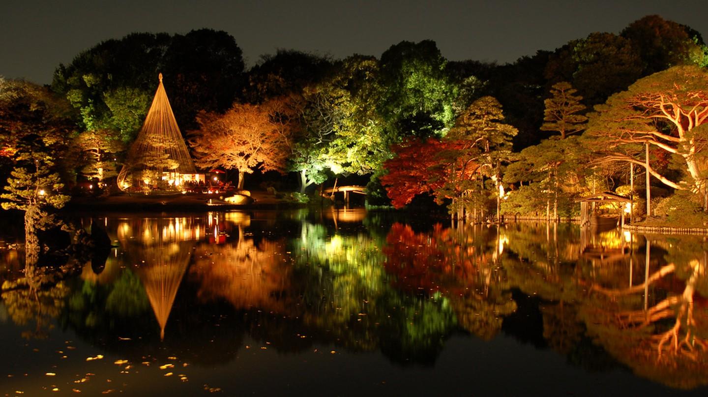 Autumn momiji light display at Rikugien | © Marufish/Flickr