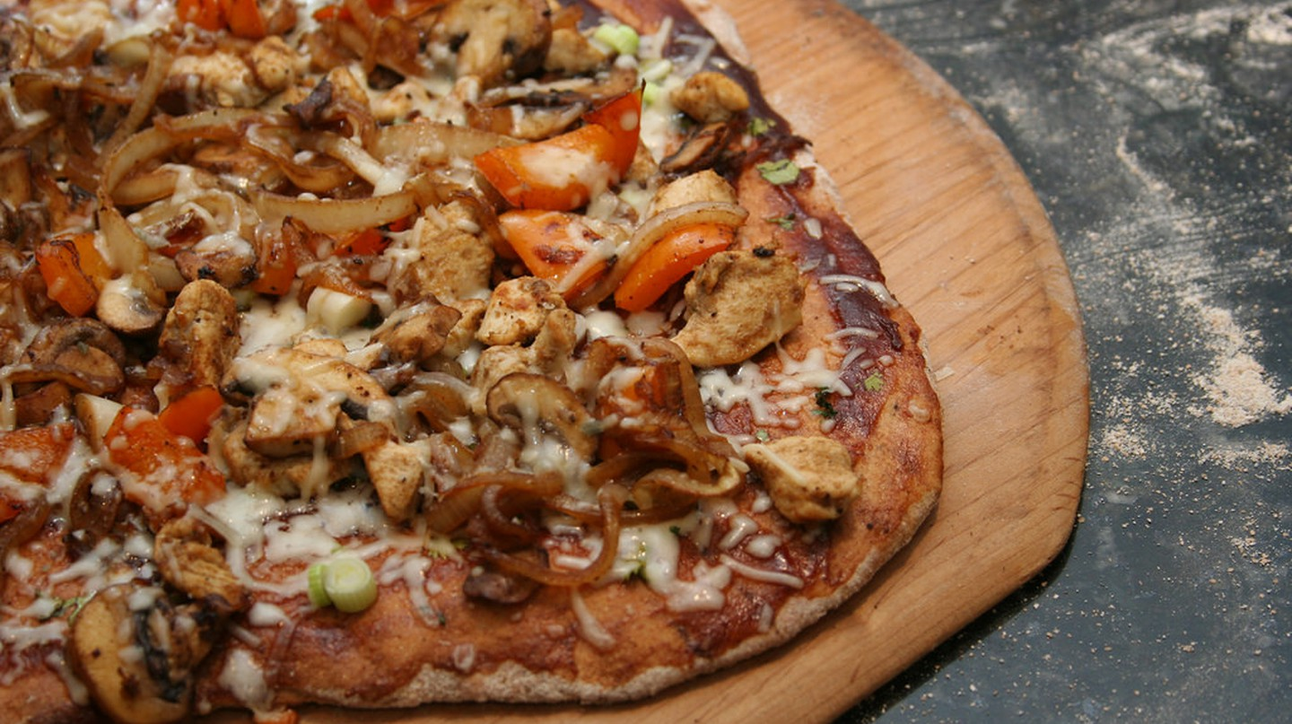 BBQ Chicken Gluten-Free Pizza | © Keith McDuffee/Flickr