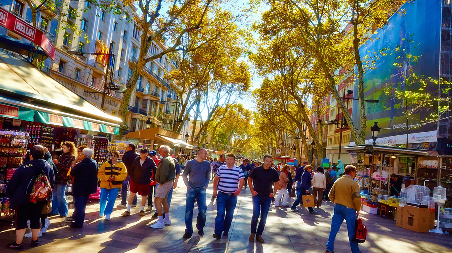 How To Avoid The Crowds In Barcelona