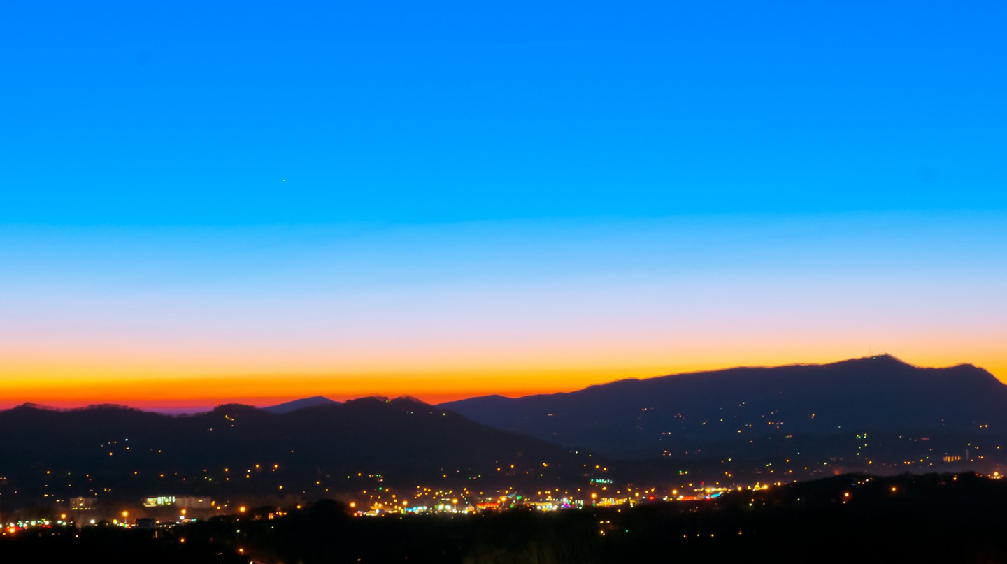 © Sunset at Pigeon Forge, allenran 917/Flickr