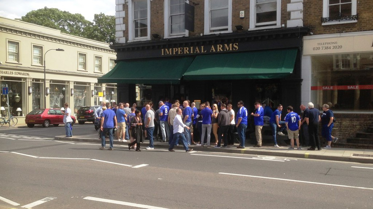 Chelsea supporters outside The Imperial Arms | © Creative Commons/Neil Theasby