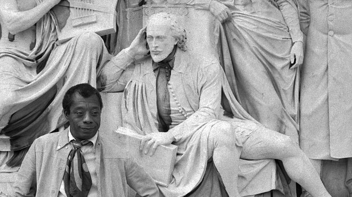 James Baldwin on the Albert Memorial | ©Allan Warren / Wikimedia Commons