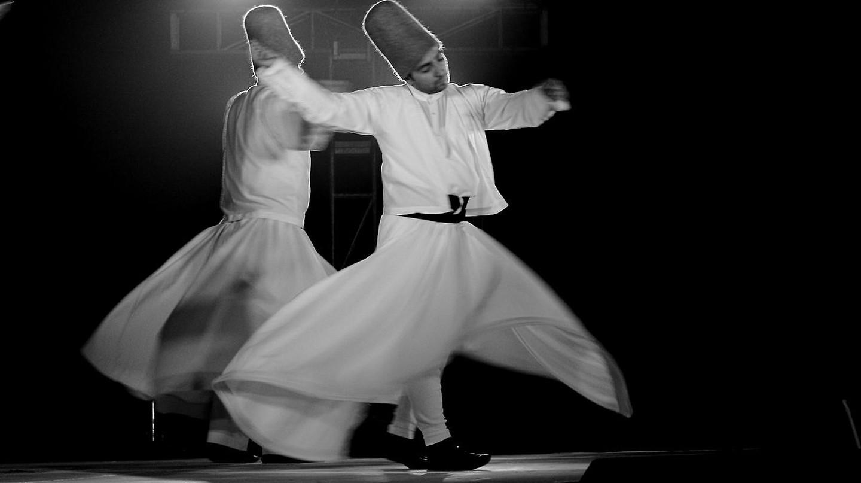 Dervish performing at Ruhaniyat │© Ajaiberwal/WikiCommons
