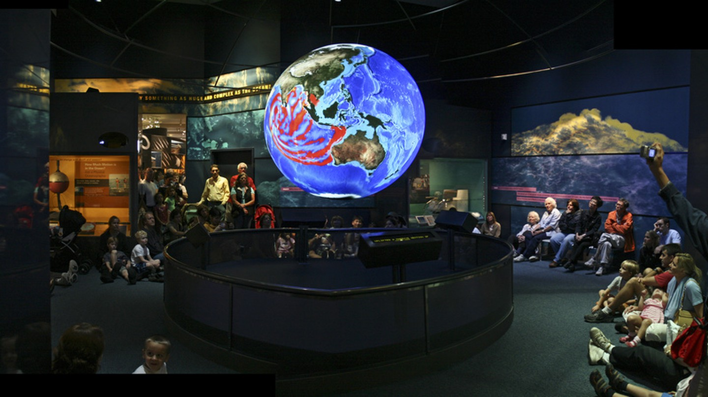 Science on a Sphere - Smithsonian Natural History | © woodleywonderworks/Flickr