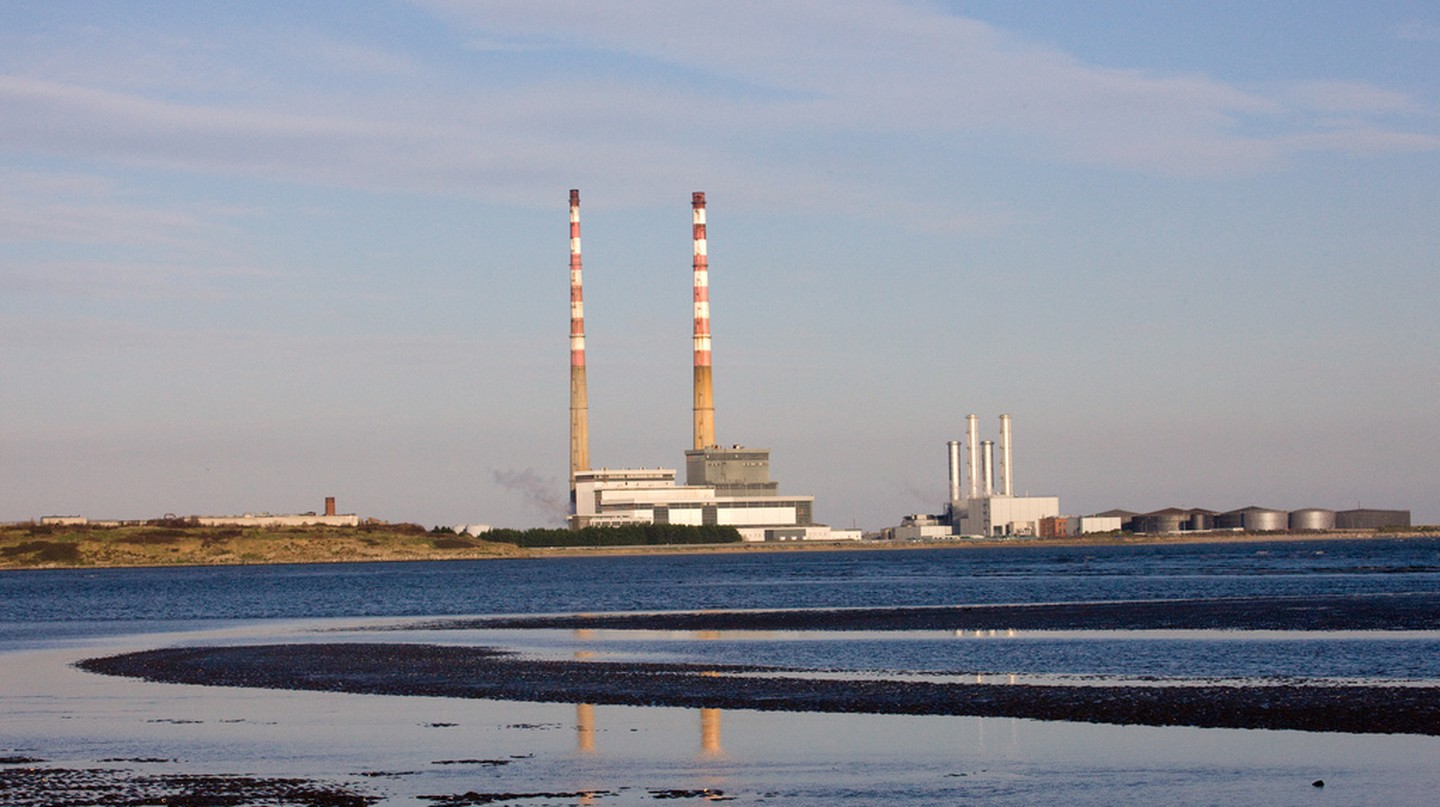 The Pigeon House chimneys at Poolbeg | © William Murphy/ Flickr