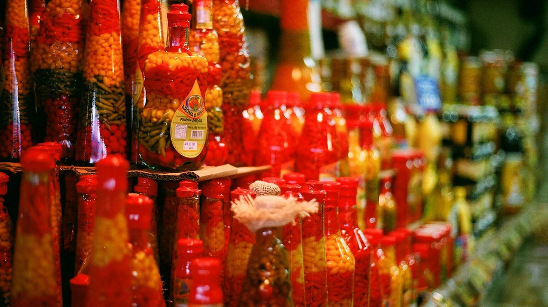 Bottled chilles |© Eduardo Otubo/Flickr