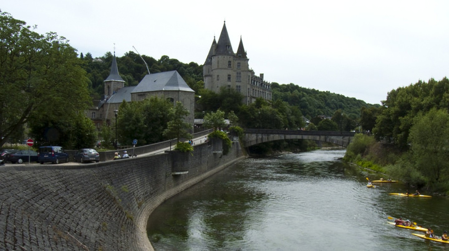 The Ourthe flowing past the 'world's smallest city', Durbuy | © Kismihok/Flickr
