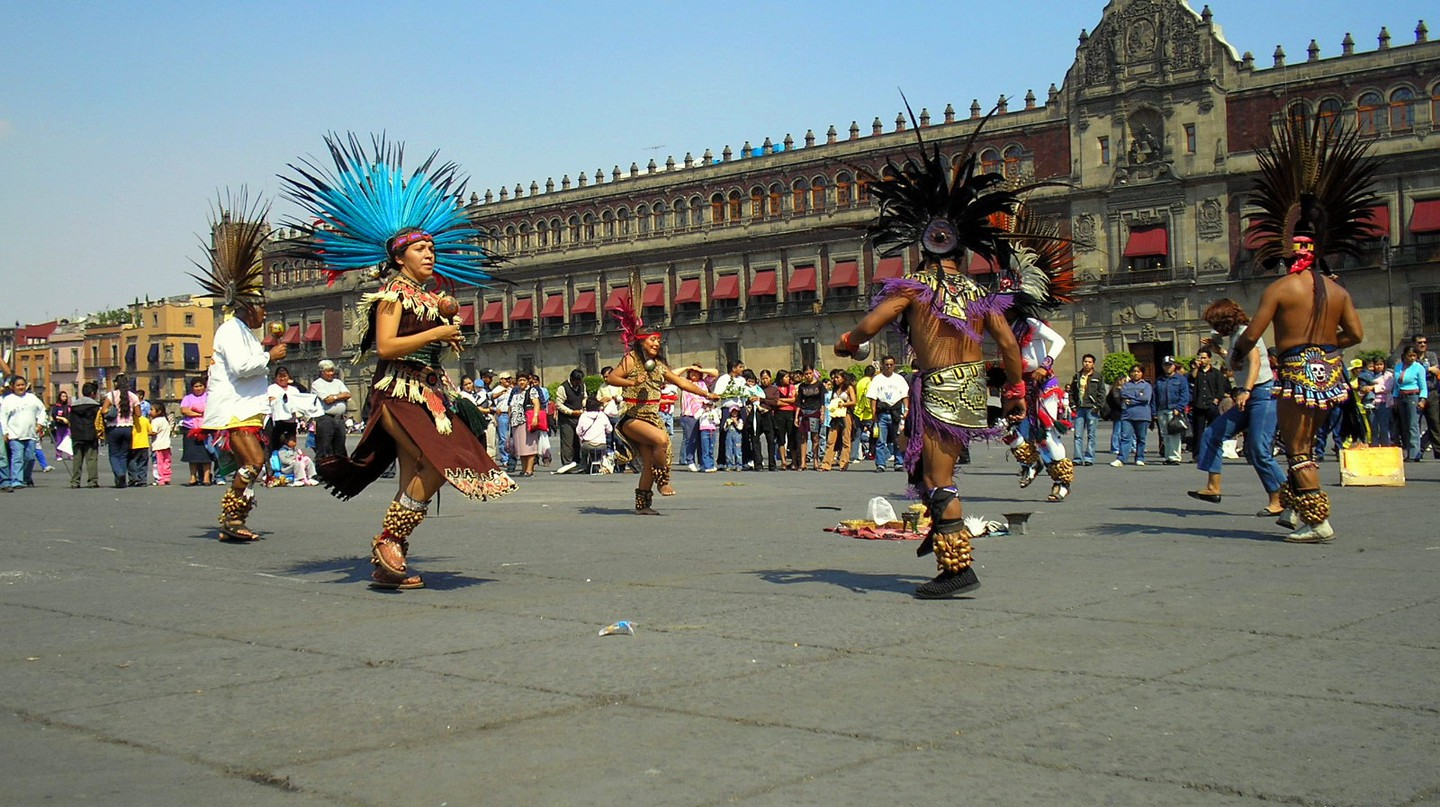 Dancing at the zócalo | © Gustavo M/Flickr