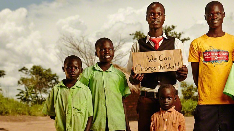 Uganda Family © Jeremy Cowart