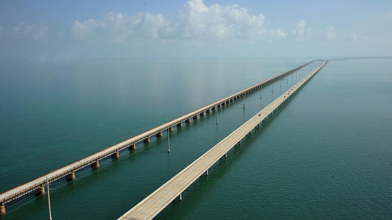 The Seven Mile Bridge looking north towards Marathon, Florida   © Sathish S/Flickr