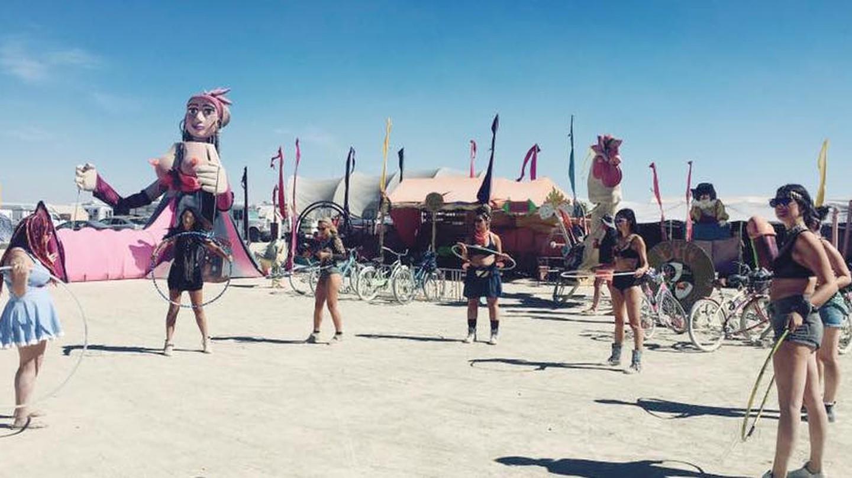 Hooping Class at Burning Man | Courtesy Sam Bloch