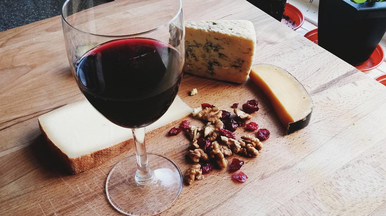 Wine and cheese |© vanessa lollipop/Flickr