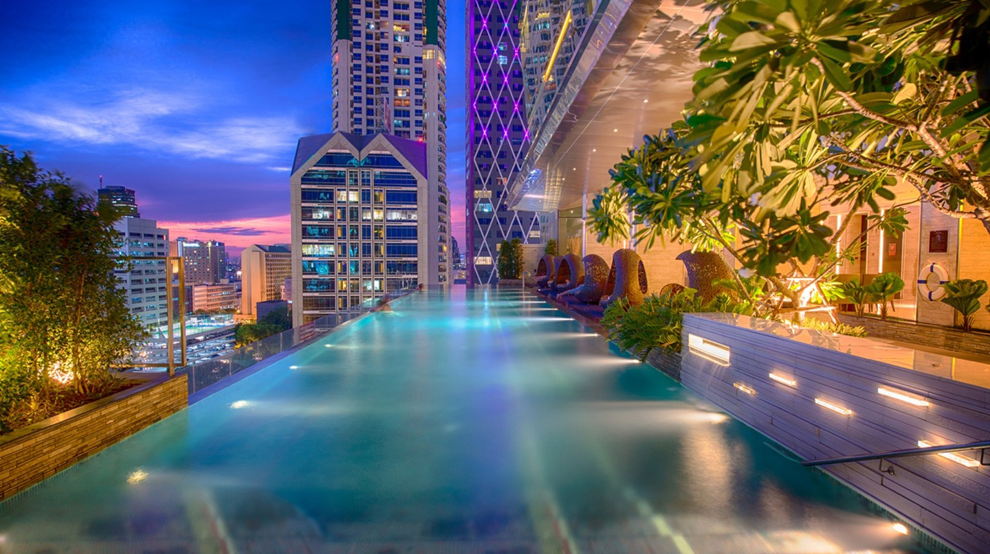 Rooftop Pool At Eastin Grand Hotel Sathorn Bangkok | © Courtesy of Eastin Grand Hotel Sathorn Bangkok
