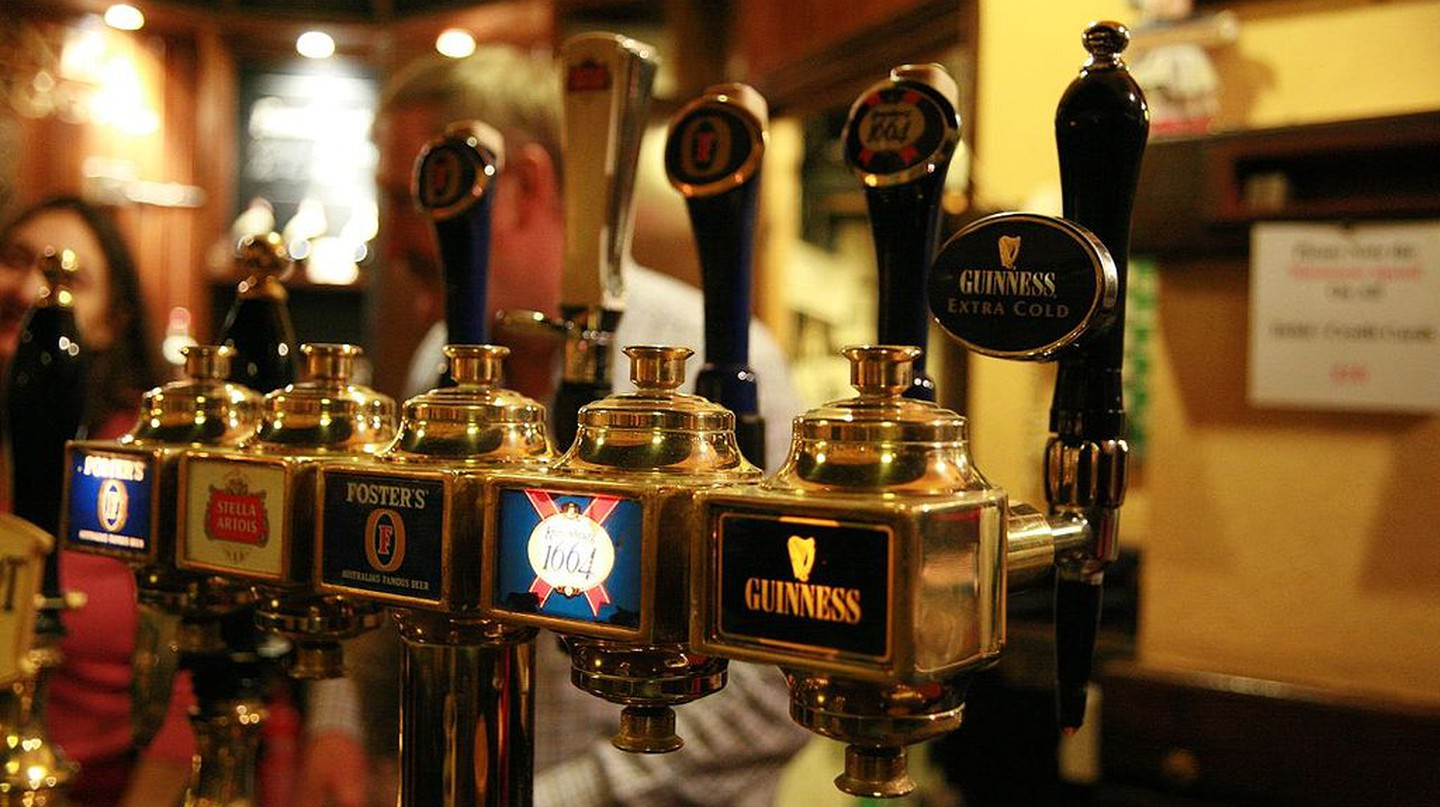 Beer Taps | © Bruno Girin, Wikipedia Commons
