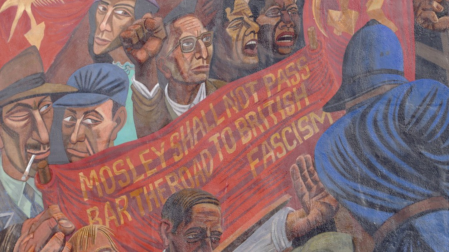 A section of the mural to the Battle of Cable Street, designed by Dave Binnington Savage in 1979 | © Matt Buck/Flickr