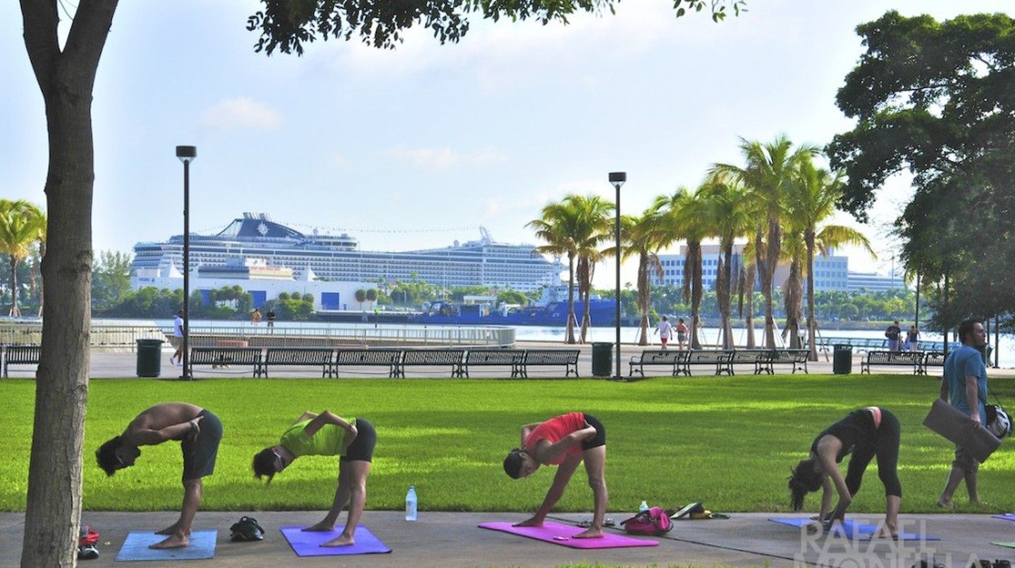Yoga with a spectacular view at Bay Front Park | Courtesy of Rafael Montilla/Flickr