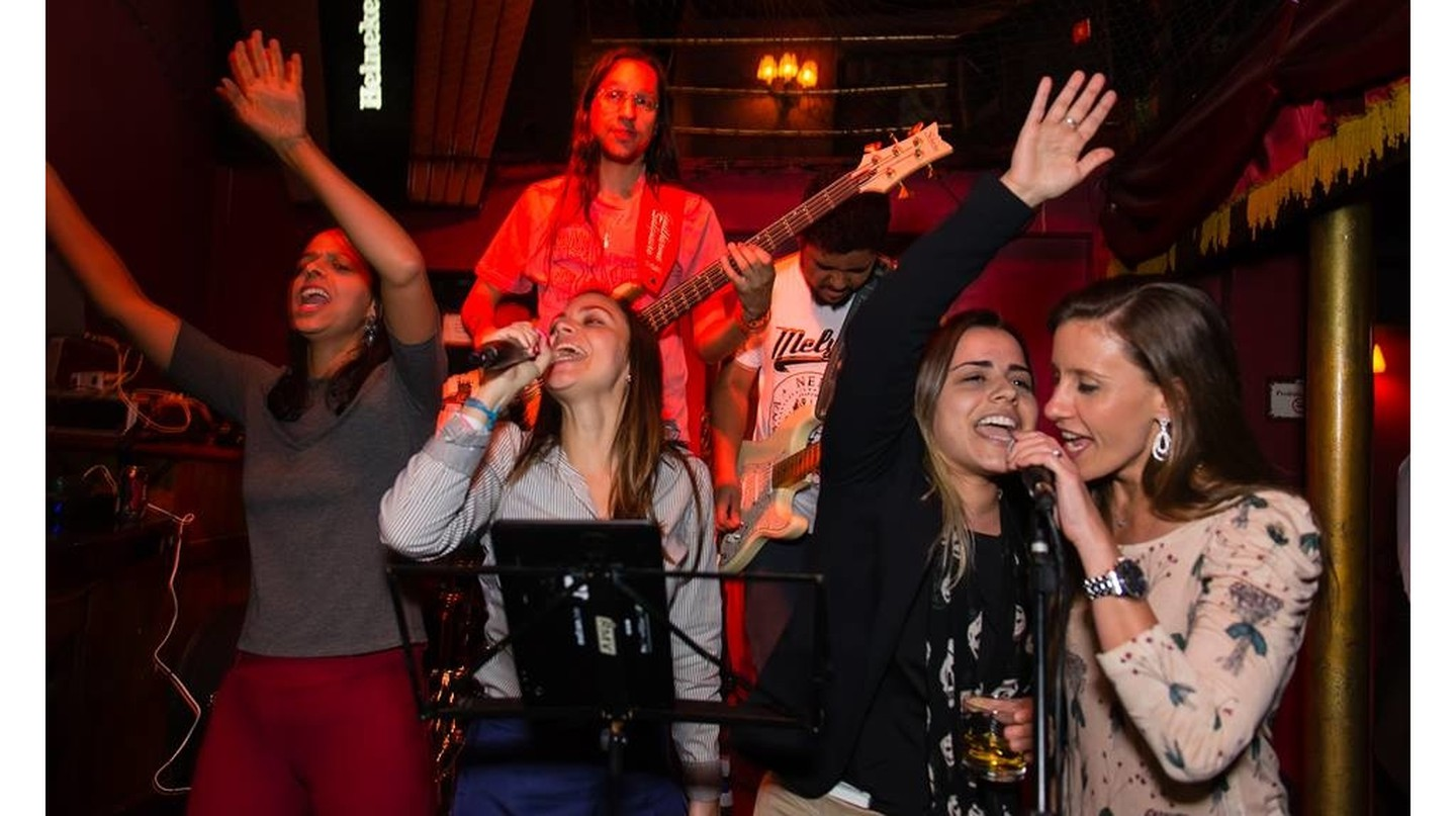 Karaoke at Cabaret Lounge |© courtesy of Cabaret Lounge