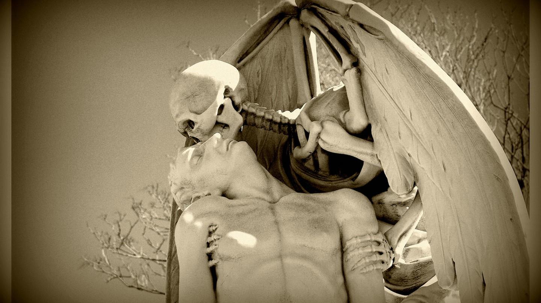 El bes de la mort – Poblenou Cemetery | © Ferran Pestaña