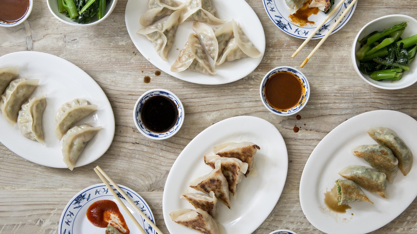 Dumplings are stuffed and carefully pleated | © Nicole Franzen