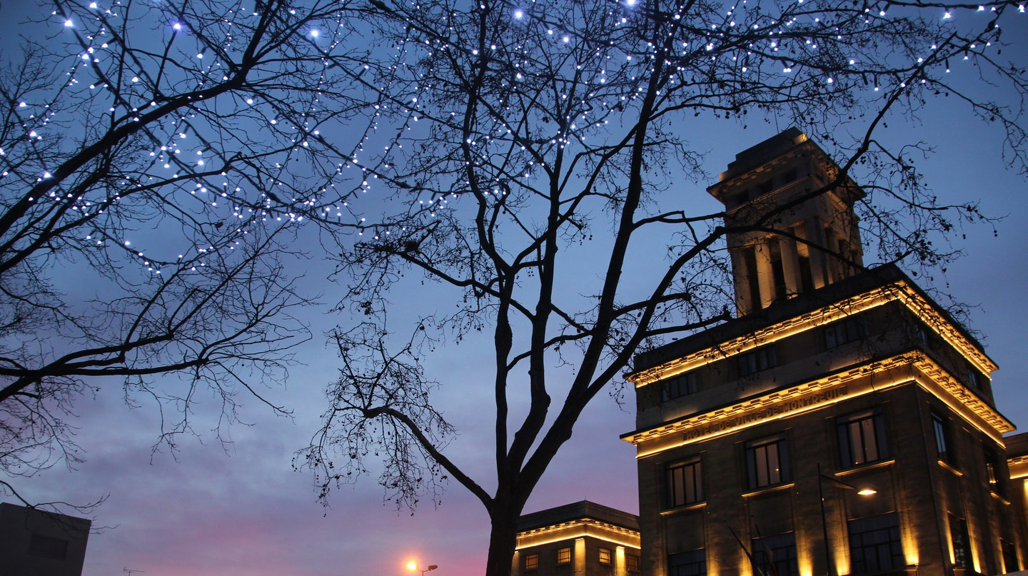 Montreuil Town Hall at Christmas │© Takver