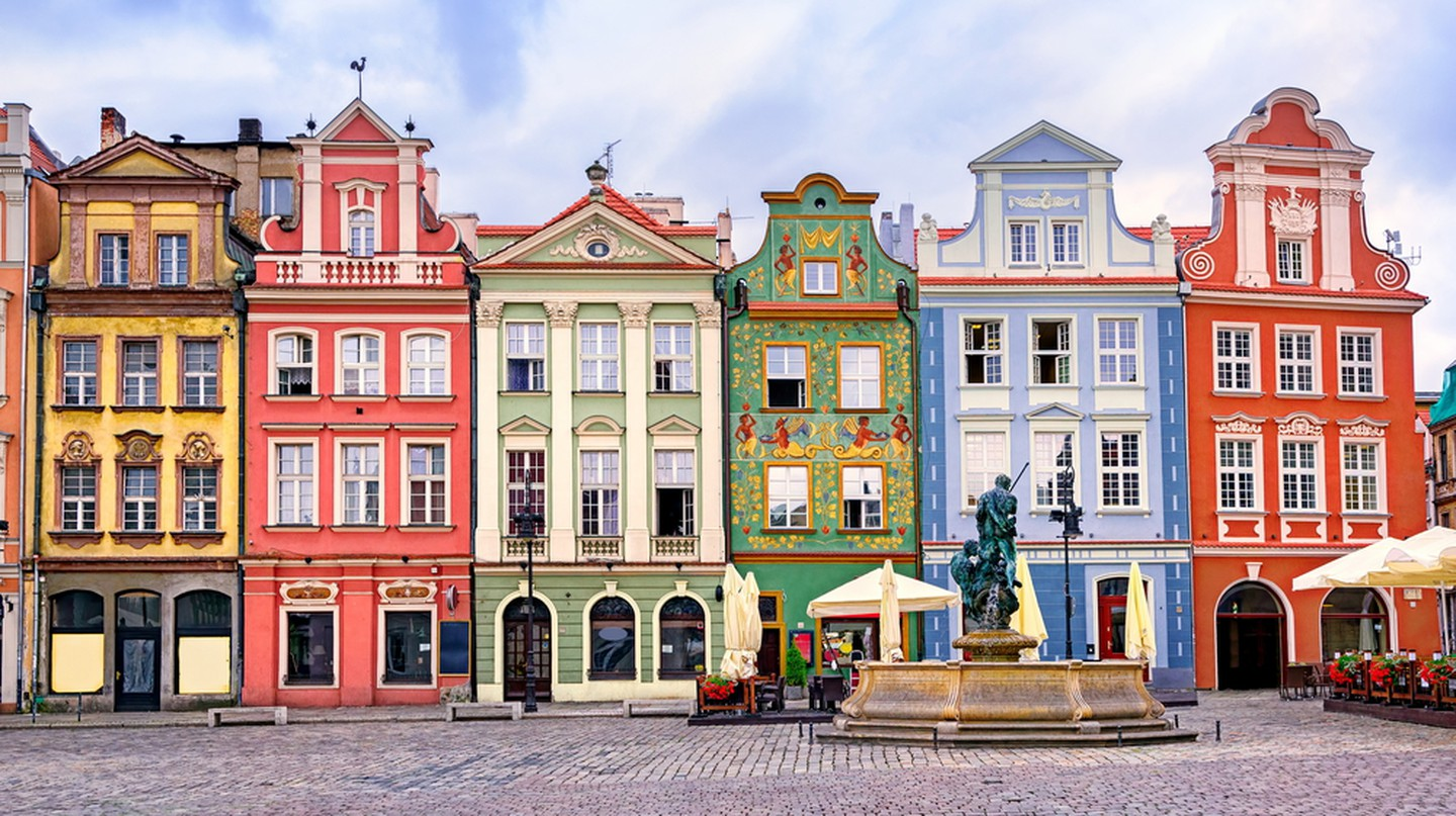 Colorful buildings in Poznan, Poland © Boris Stroujko/Shutterstock