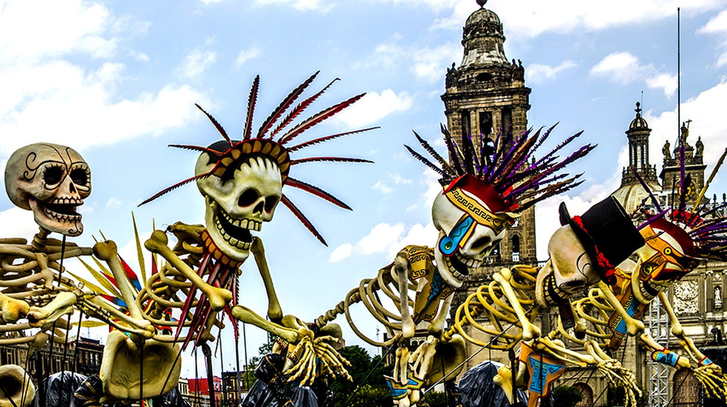 "Día de Muertos parade in the 2015 film ""Spectre"" 