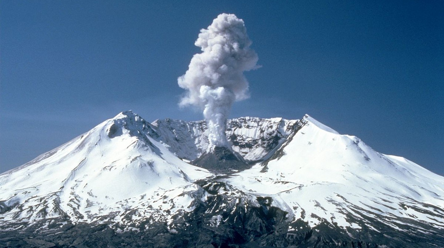 Plumes of steam, gas, and ash often occurred at Mount St. Helens in the early 1980s | Public Domain/WikiCommons